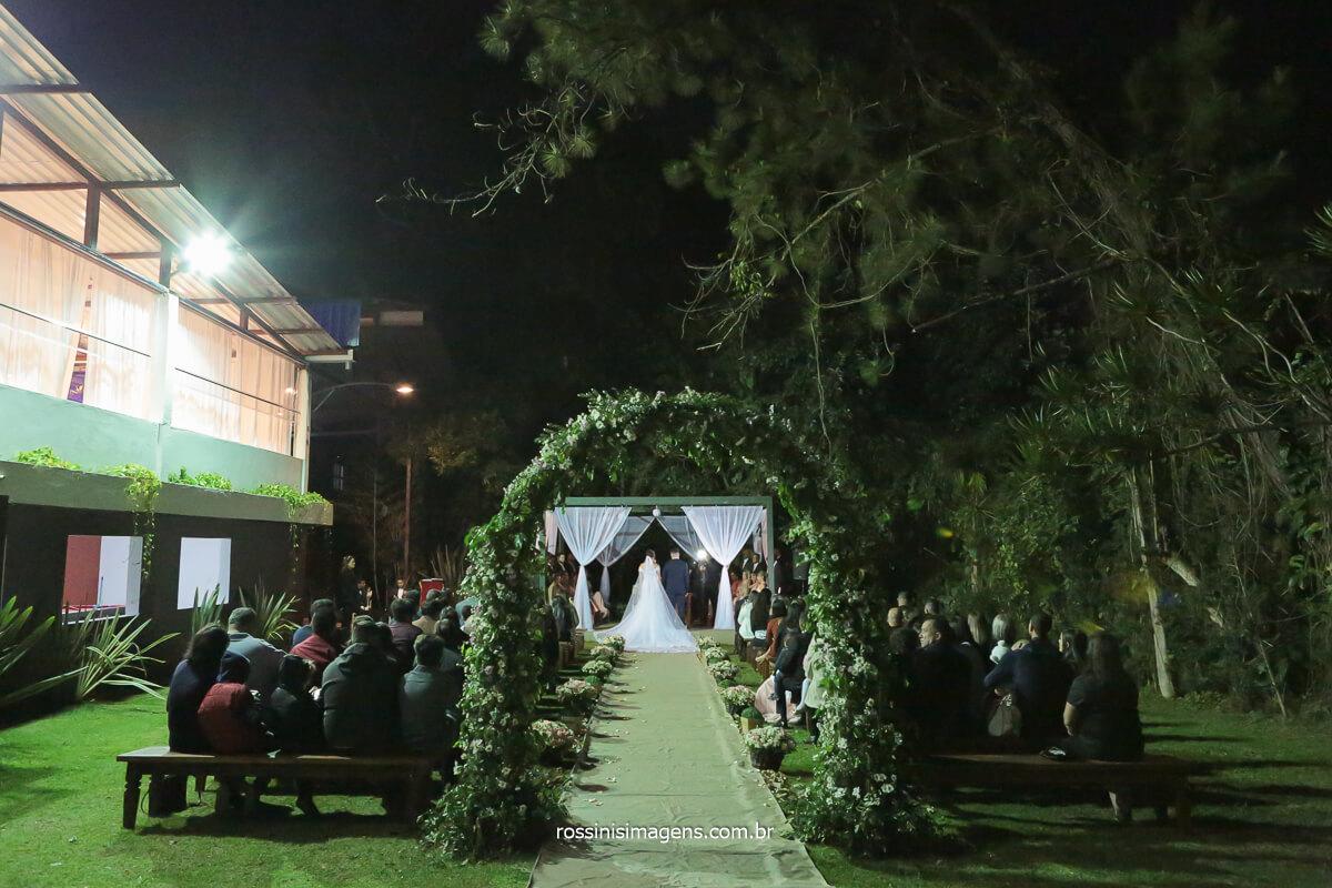 cerimonial de casamento na chácara recanto verde em Suzano arco de flores, pergolado de flores, @RossinisImagens