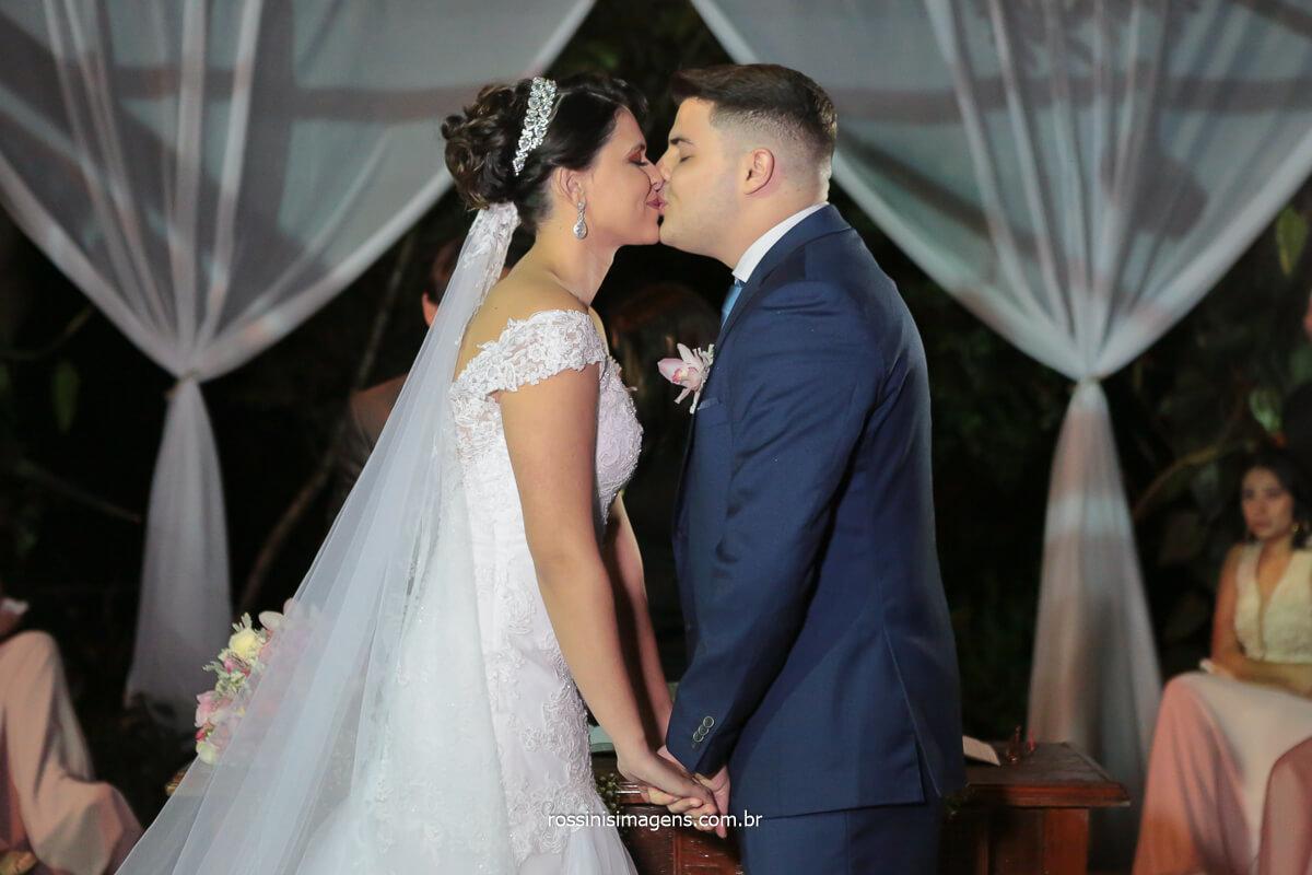 momento inesquecível, o primeiro beijo de casados de Priscila e Gian, Momento do Beijo, @RossinisImagens