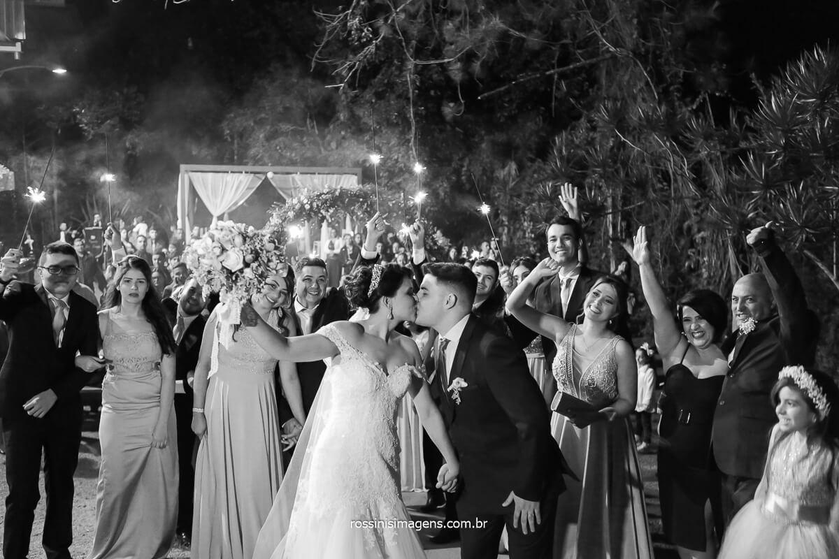 Priscila e Gian noivos, e os Padrinhos e Madrinhas, Sparkles, wedding, bride, noiva no campo, @RossinisImagens