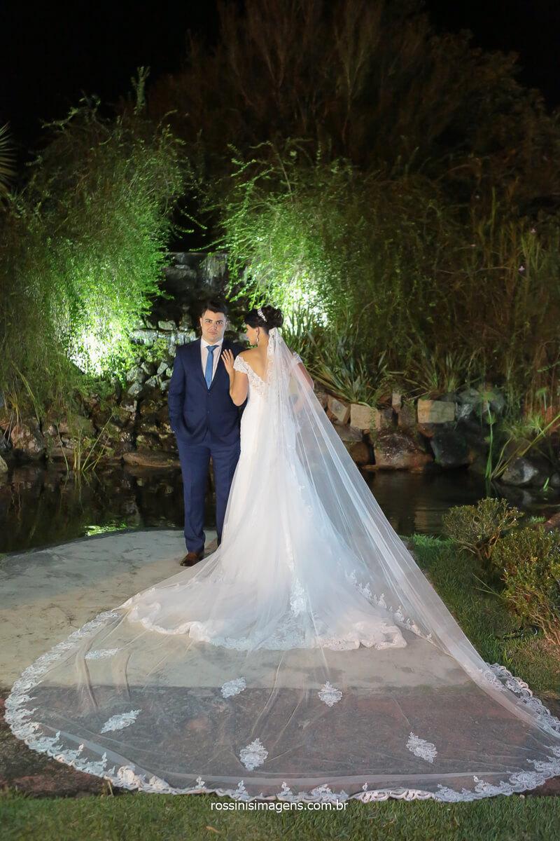 fotografia de casamento, vestido de noiva, véu, noiva no campo, Casamento em Suzano, Chácara Recanto Verde e fotografia da Rossinis Imagens, @RossinisImagens
