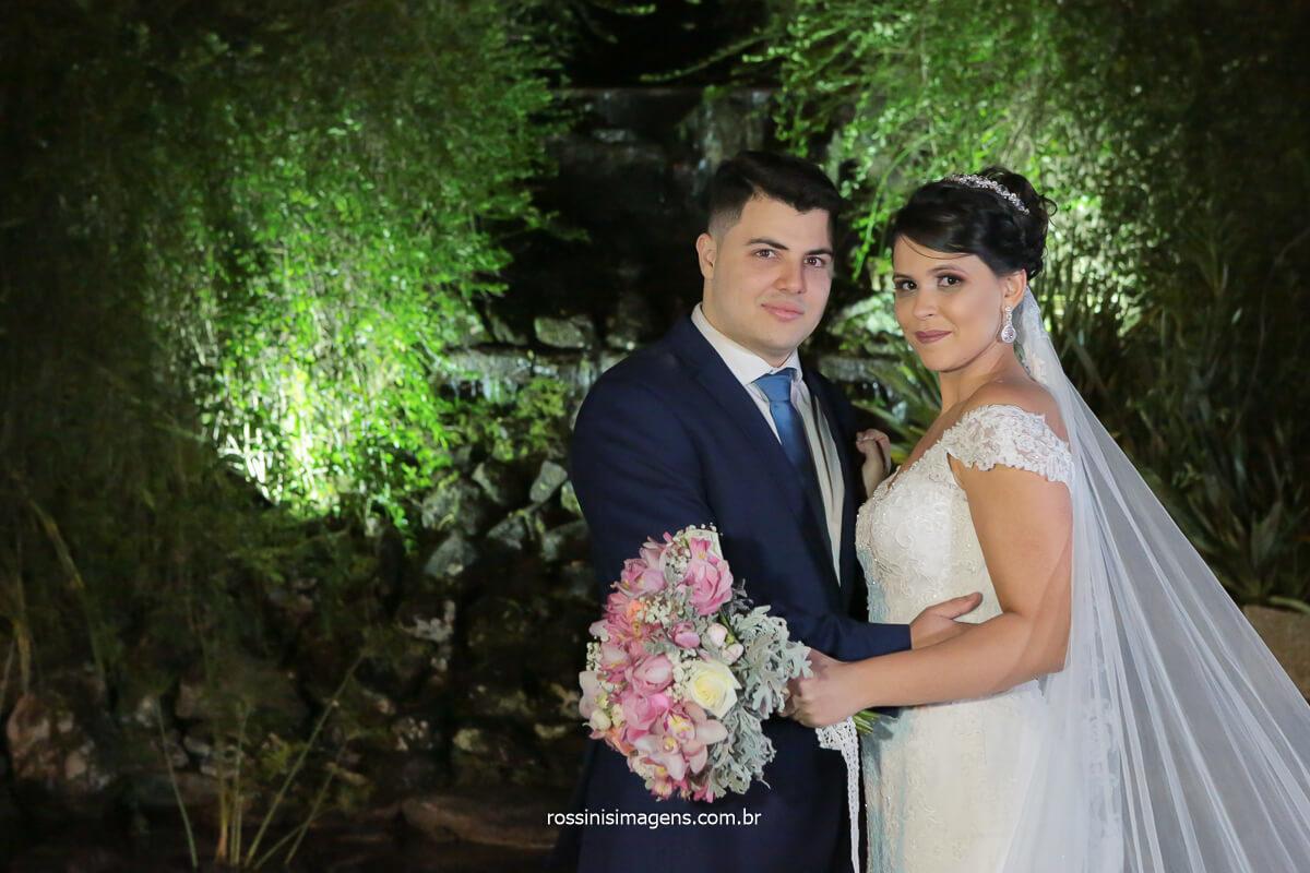 casal apaixonado, ensaio de casal no casamento luz, cascata, noivos, wedding, @RossinisImagens