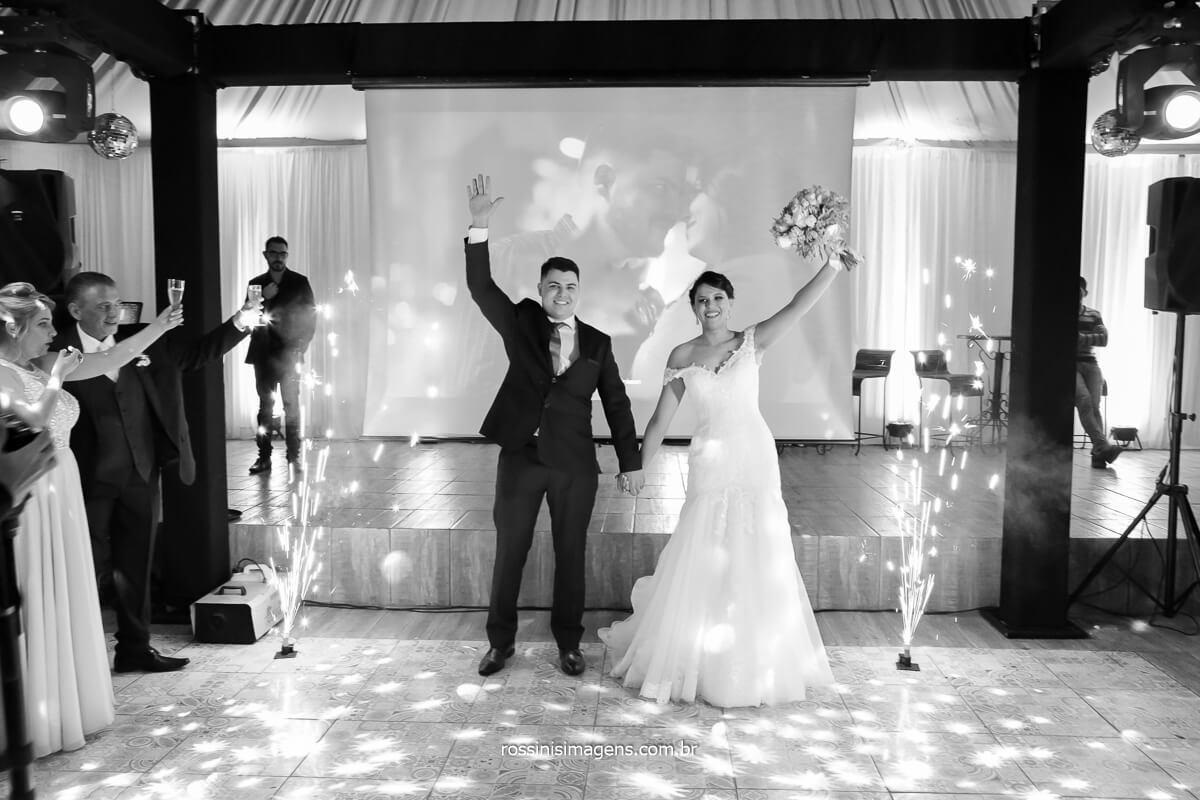 recepção dos noivos no salão de festas, @RossinisImagens