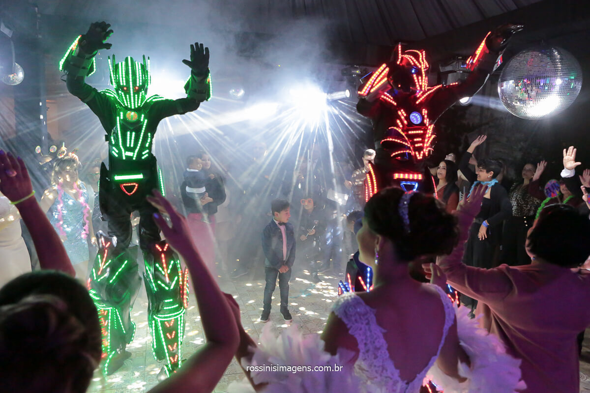 robô de led na pista de dança, entretenimento da balada, pista de dança, @RossinisImagens