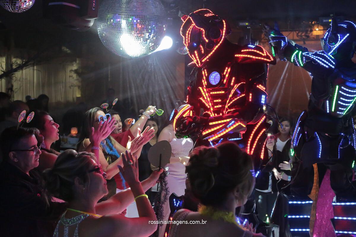 robô de led dançando com os convidados na pista de dança royal som e iluminação, @RossinisImagens