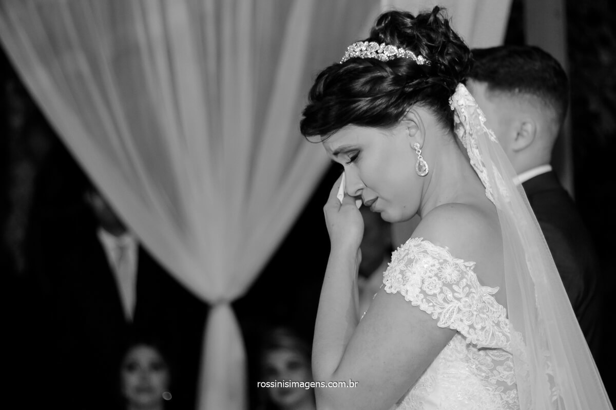 casamento de noiva noivas no campo, noiva emocionada no altar, @RossinisImagens
