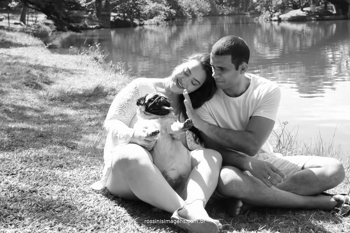 família linda ensaio de casal em parque com cachorro, ensaio antes do casamento, @RossinisImagens