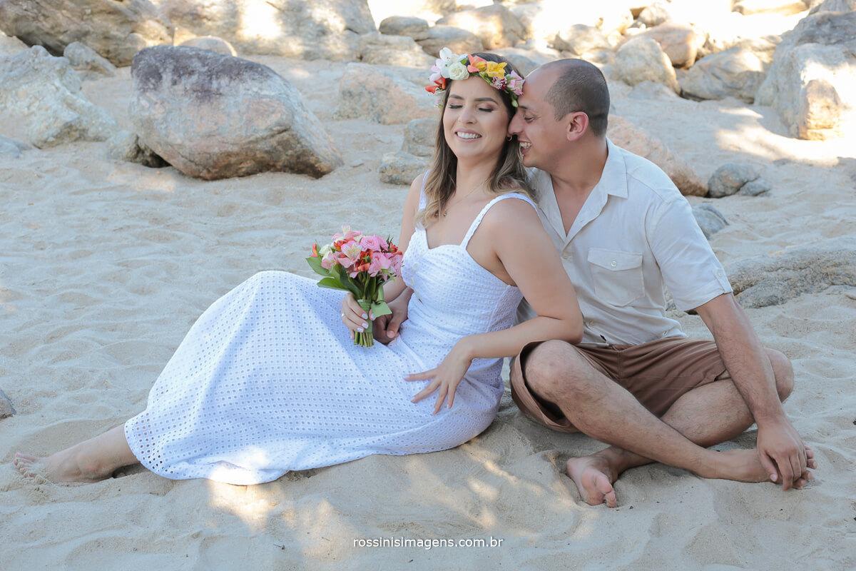 ensaio de casal na praia na areia do mar, @RossinisImagens