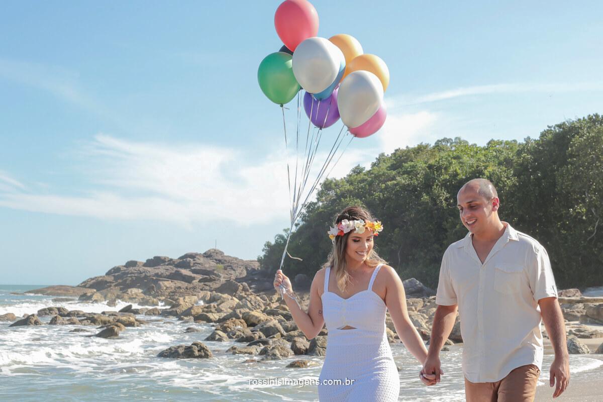 book de casal em ensaio na praia, casal curtindo uma praia na sessão de fotos, @RossinisImagens