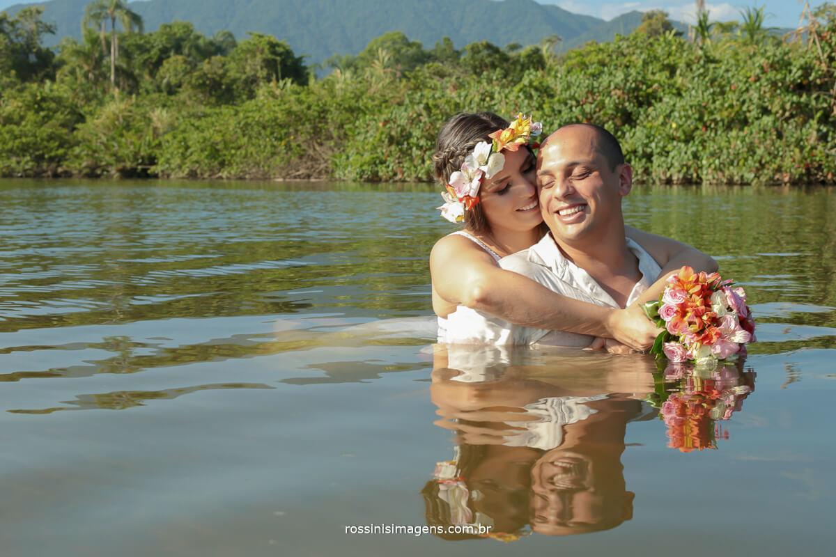 noiva Maíra e noivo Murilo em sessão de fotos pre casamento registro de toda a preparação, book noiva na praia, @RossinisImagens