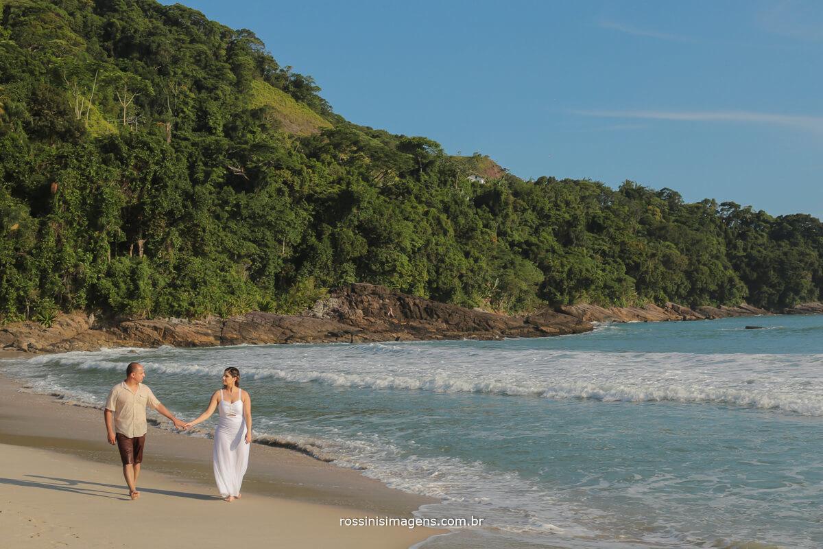 casal caminhando ao por do sol em cambury, @RossinisImagens