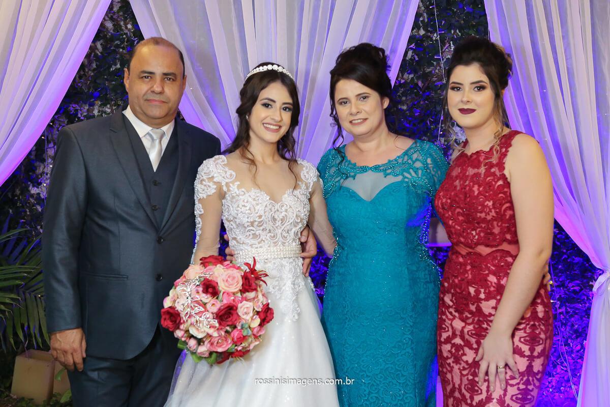 família da noiva, pai, noiva Larissa, mãe e irmã, fotografo de casamento @RossinisImagens