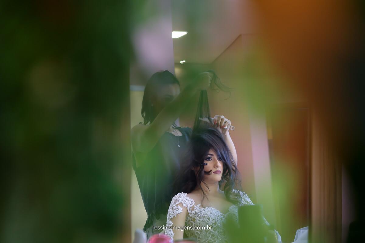 preparando o cabe da noiva Larissa no ateliê bianca de lira, espaço muio lindo e aconchegante, fotografo de casamento @RossinisImagens