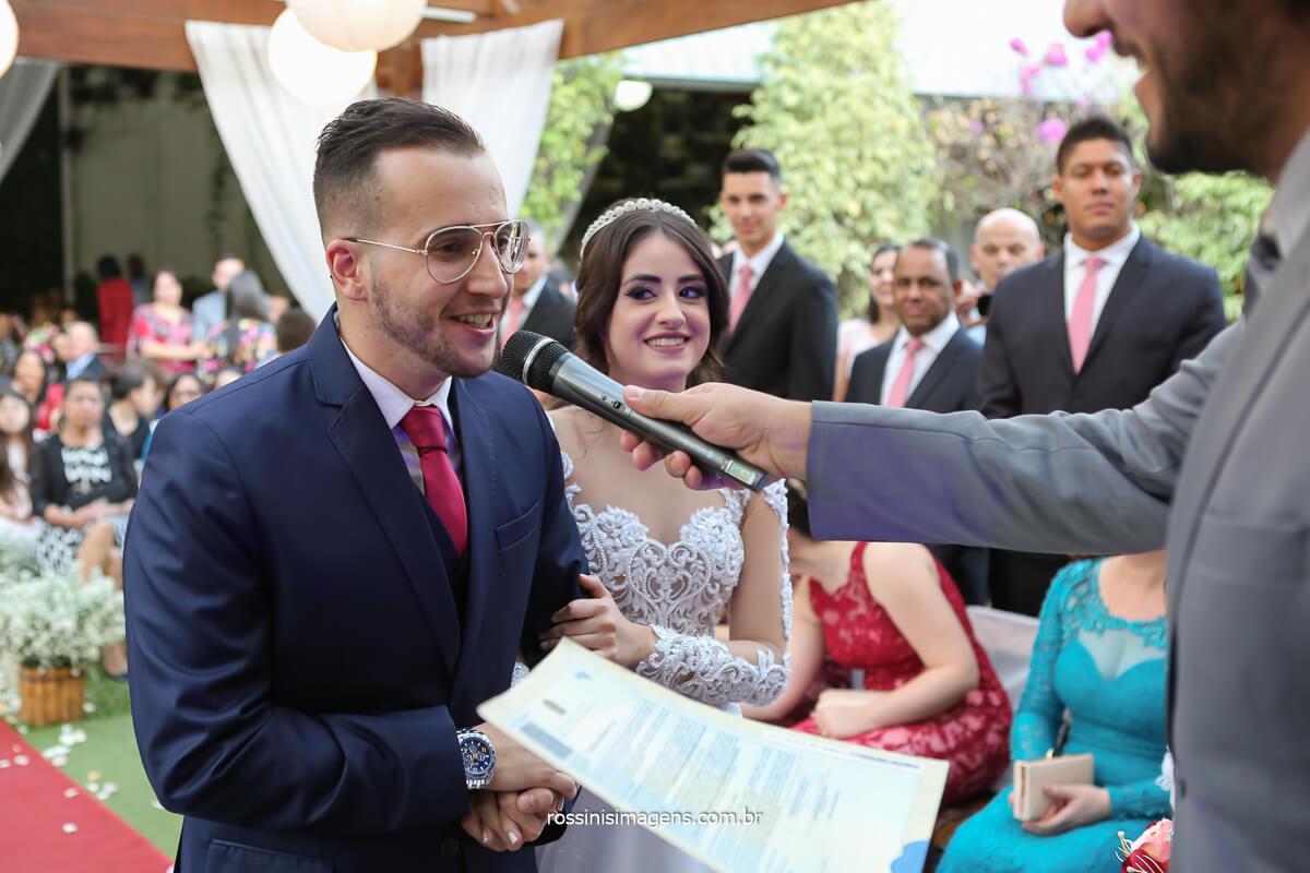 o momento mais esperado o sim do casamento noivo para com a noiva, fotografo de casamento @RossinisImagens