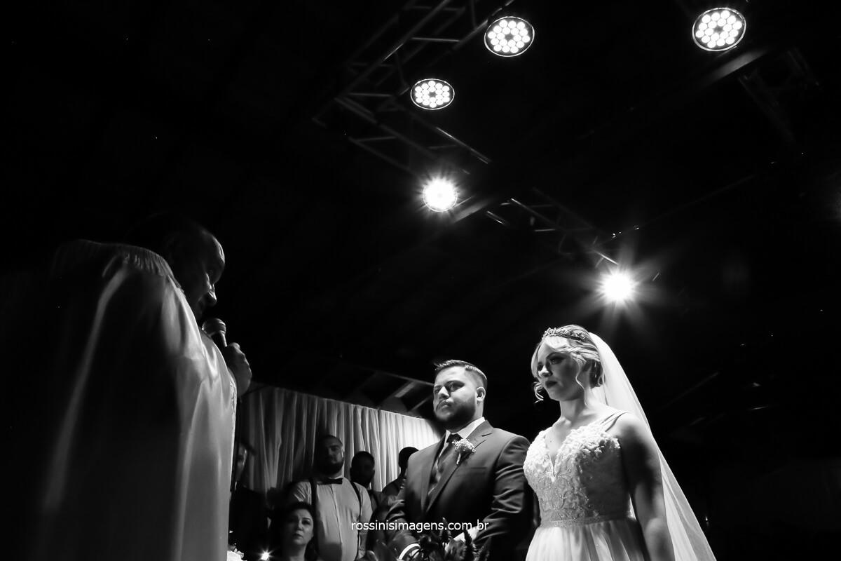 cerimonia de casamento realizada pelo padre dimas em casamento na casa da arvore em mogi das cruzes, @RossinisImagens
