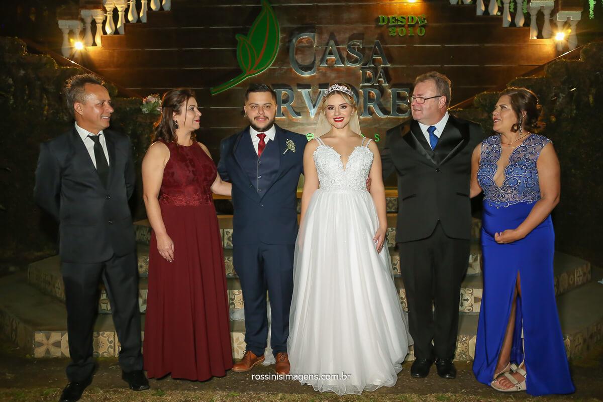 Pai e Mãe do noivo, noivo e noiva e Pai e Mãe da noiva, fotografia coletiva da família, @RossinisImagens
