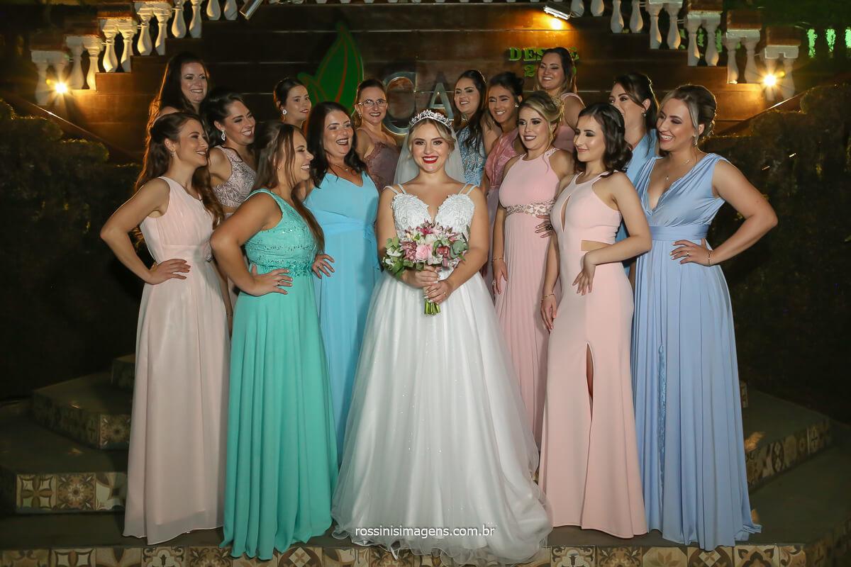 madrinhas de casamento com vestido candy color fotografia coletiva com a noiva, @RossinisImagens
