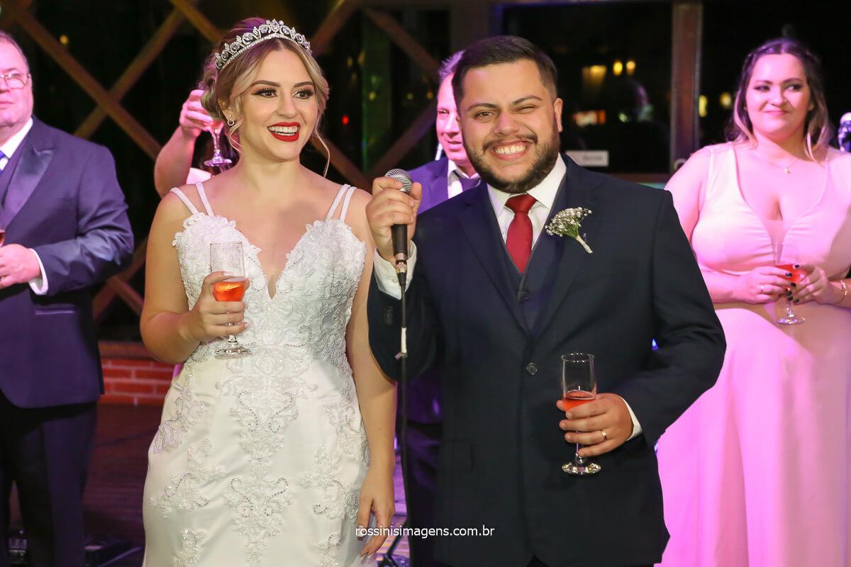entrada dos noivos para recepção e brinde com os padrinhos e madrinha e convidados juntamente com os agradecimentos aos convidados, @RossinisImagens
