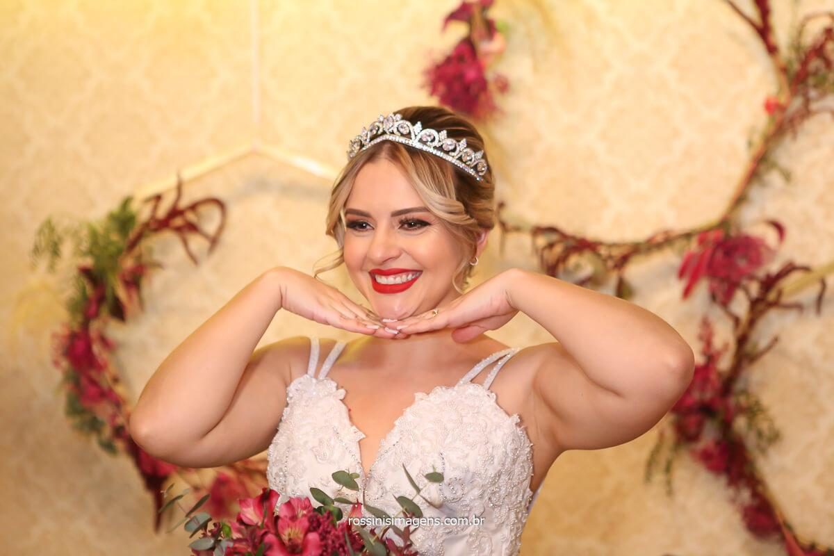 noiva modelando, princesa, noiva feliz, casamento alegre e muito emocionante, @RossinisImagens