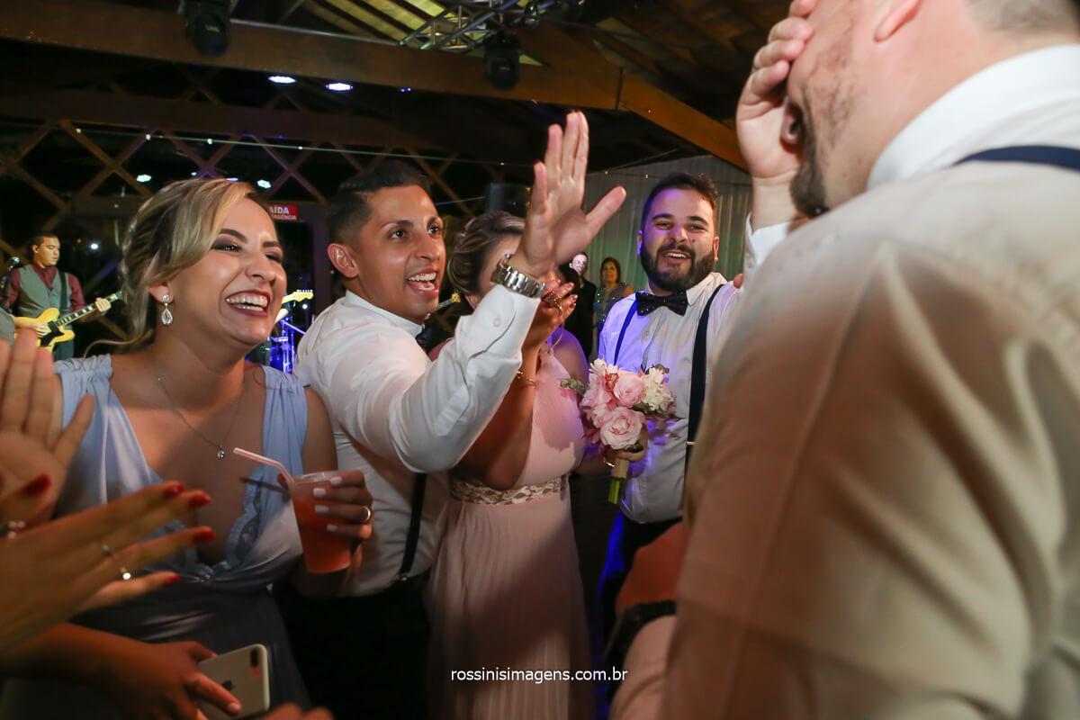 hora da gravata padrinhos contribuindo com a lua de mel dos noivos, @RossinisImagens