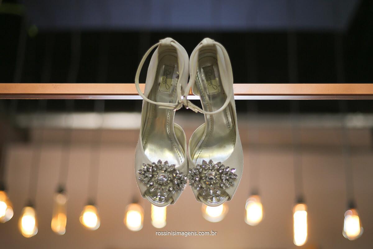 sapato de noiva incrível de estilista, dia da noiva, making of noiva em mogi das cruzes, procurando espaço para fazer o dia da noiva? Julio Bravin