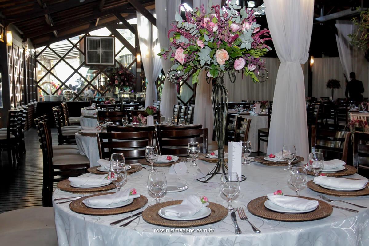 decoração da casa da arvore em mogi, flor de lótus cuidou dos detalhes de decoração incrível