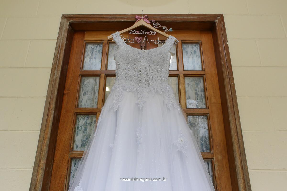 vestido de noiva no espaço balboa em Mairiporã sp, vestido do atelie Giovanna Noivas, Giovana Noivas,  @RossinisImagens