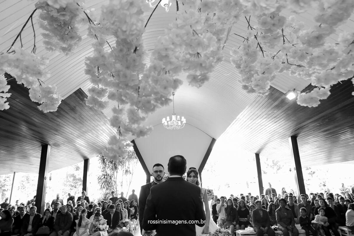momento da palavra do bispo e do pastor que celebraram a cerimonia de casamento de Patricia e André no espaço balboa em Mairiporã, @RossinisImagens