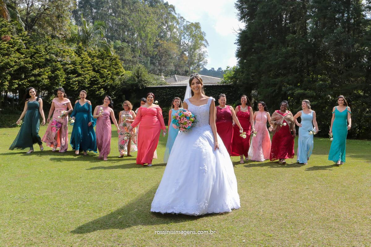 fotografia coletiva noiva com as madrinhas desfilando, divas do casamento, @RossinisImagens