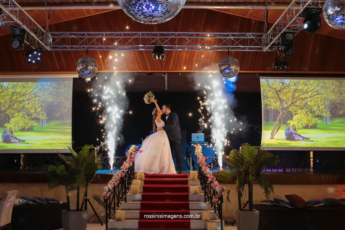 entrada dos noivos no salão, recepção ao convidados momento fantástico, @RossinisImagens