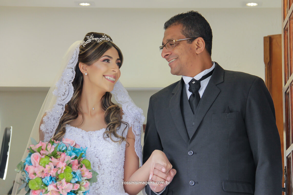 noivo e seu pai juntos na sala da noiva no espaço balboa, @RossinisImagens