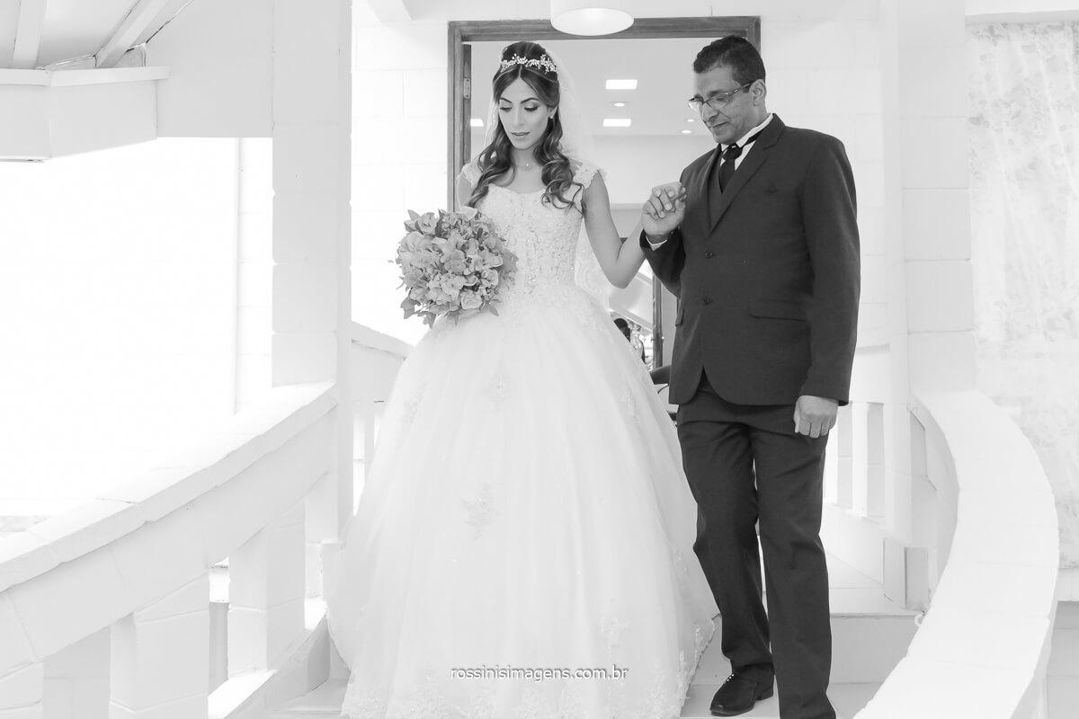 noiva e pai indo para o altar, the wedding day, @RossinisImagens