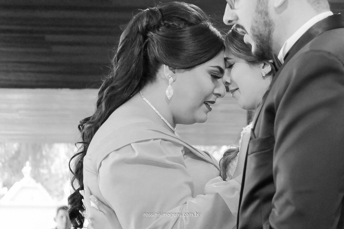 apos a cerimonia de casamento as irmãs juntas nos cumprimentos, @RossinisImagens
