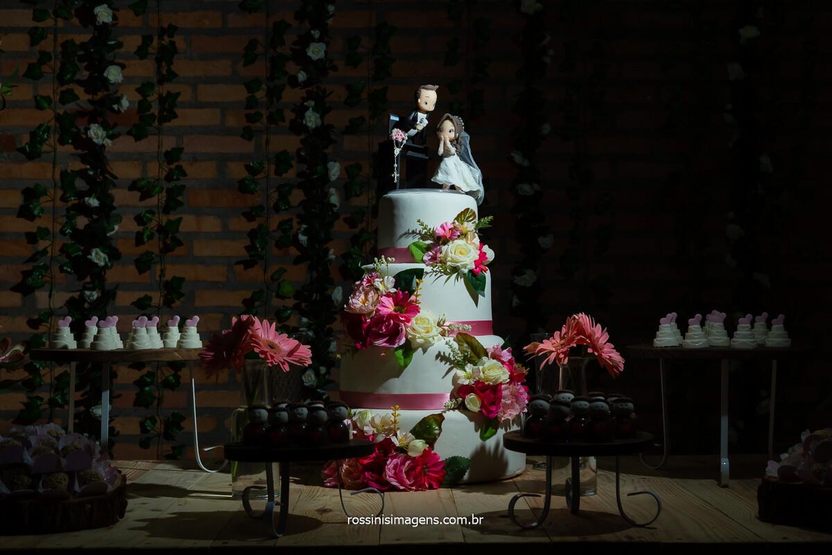 decoração do bolo, casamento em poá - sp, fotografia do bolo do casamento, @RossinisImagens