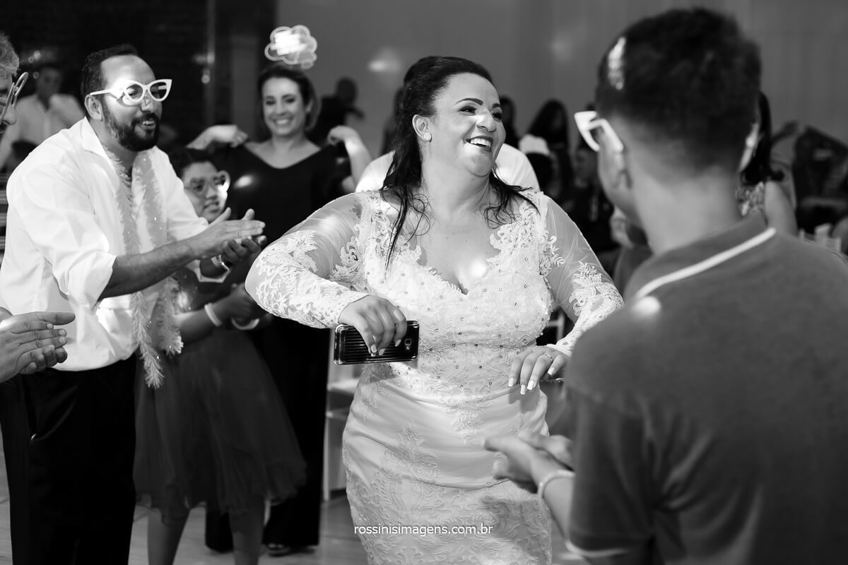noiva dançando na pista de dança do casamento, @RossinisImagens