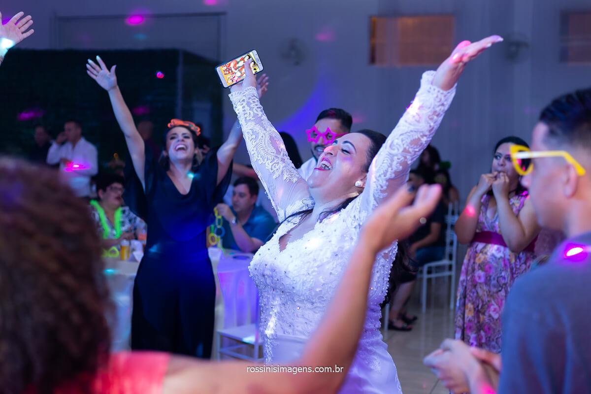 pista de dança bombando casamento em poá, casamento Daniela e Sandro assessoria Pamela Salzgeber, @RossinisImagens