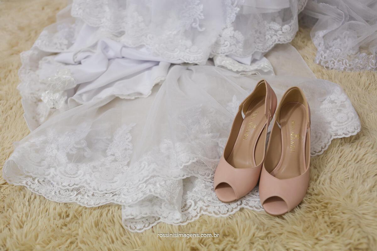 sapato da noiva, dia da noiva na vila varela em poá, casamento da vila, @RossinisImagens