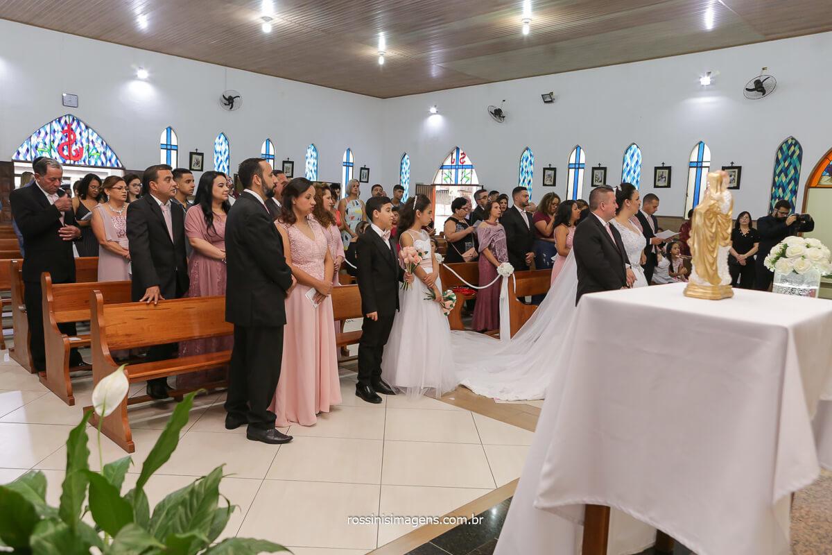 missa de celebração do matrimonia entre Daniela e Sandro na paroquia são josé na vila varela em poá-sp, @RossinisImagens