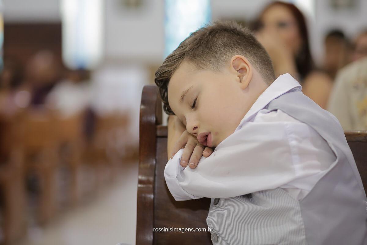momento de descontração durante a cerimonia de casamento a crianças tirando uma soneca, @RossinisImagens