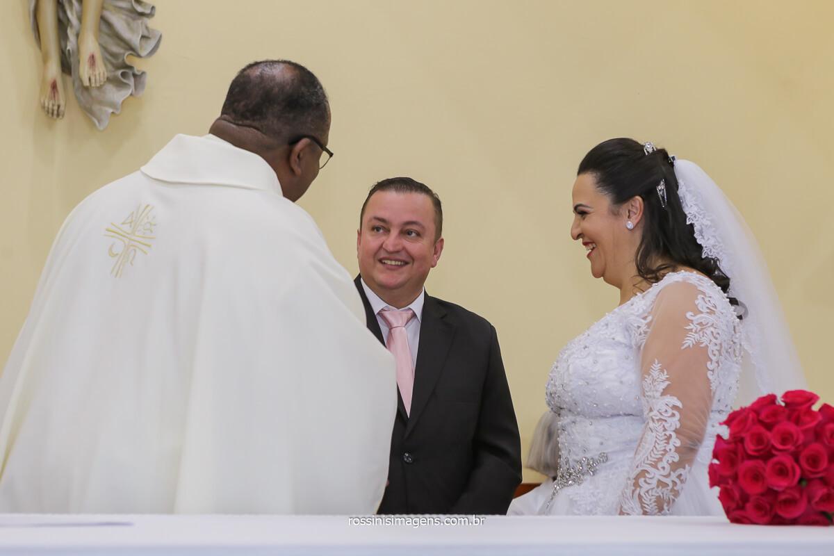 conversa do padre com os noivos, casamento em poa com o padre Eduardo, Paroquia São Jose - Vila Varela - poá, @RossinisImagens