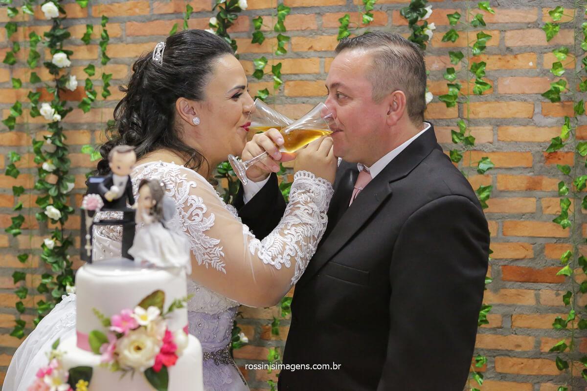 Brinde dos noivos no espaço hangar em poá-sp, @RossinisImagens