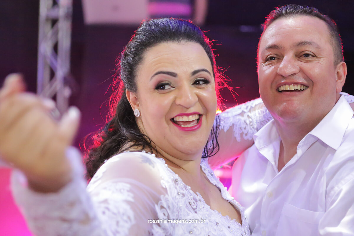 balada dançando noivos na pista, casamento em poá - sp, fotografo de casamento, @RossinisImagens