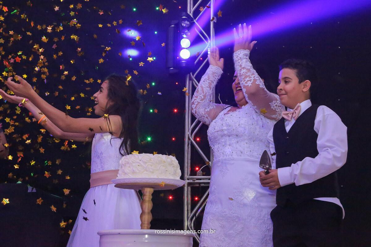 parabéns para os filhos do casal  Sandro e Dani