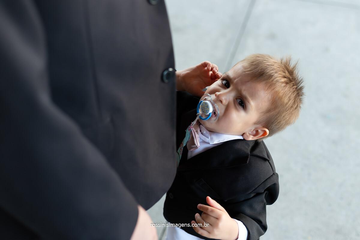 pai quero colo, filho mais novo querendo colo do pai, casamento, dia do casamento, @RossinisImagens