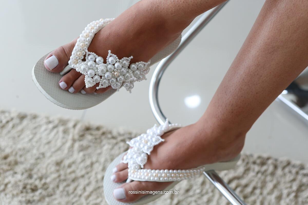 chinelo personalizado para noiva, inspiração para noivas, casamento elaine e rafael, detalhes casamento making of da noiva