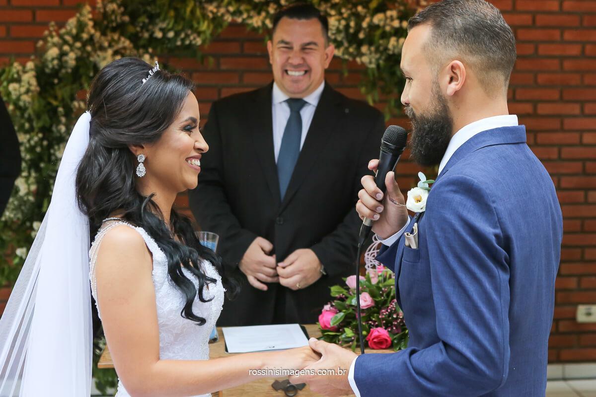fotografia de casamento cerimonia, votos do noivo para a noiva emoção alegria e muitas fotografias lindas, salão lotus  em itaquaquecetuba sp @RossinisImagens