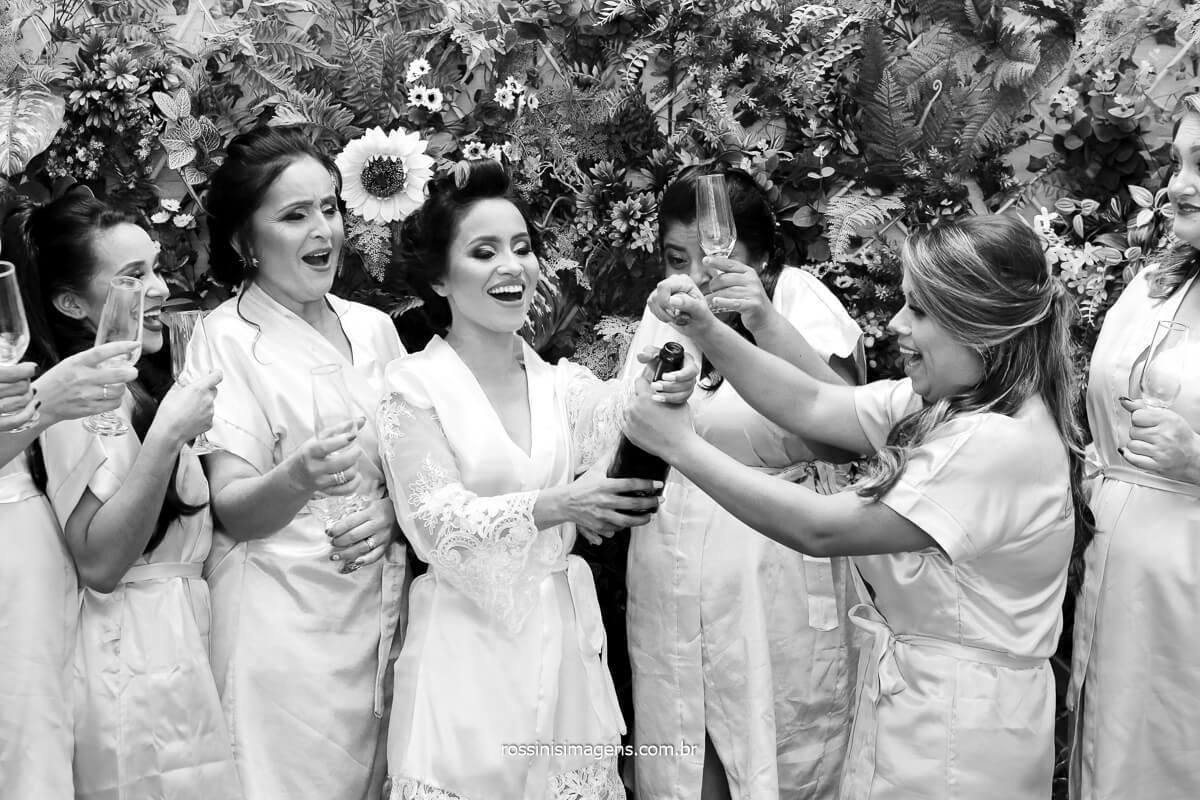 porque fazer o dia da noiva com as madrinhas, alegria e diversão com as mulheres, casamento elaine e rafael brinde com as madrinhas salão bendita beleza em suzano, @RossinisImagens