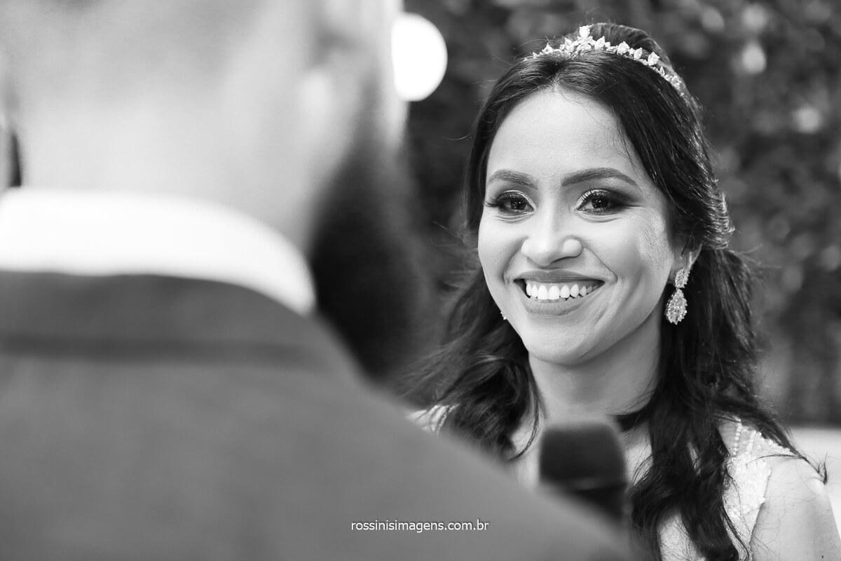 casamento de dia, cerimonia de casamento ao ar livre, noiva sorrindo para o noivo, @RossinisImagens