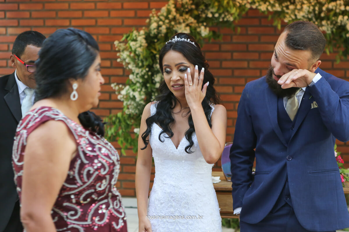 fotografo de casamento de dia ao ar livre, comprimento dos pais apos a cerimonia de casamento, @RossinisImagens