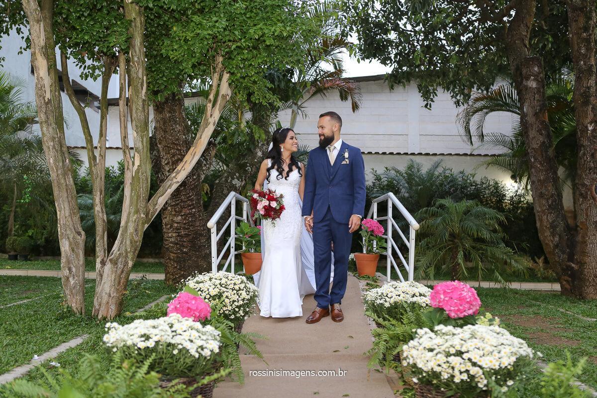 sessão de fotos dos noivos, fotografo de casamento de dia ao ar livre no campo, sitio, chácara, fotografo @RossinisImagens
