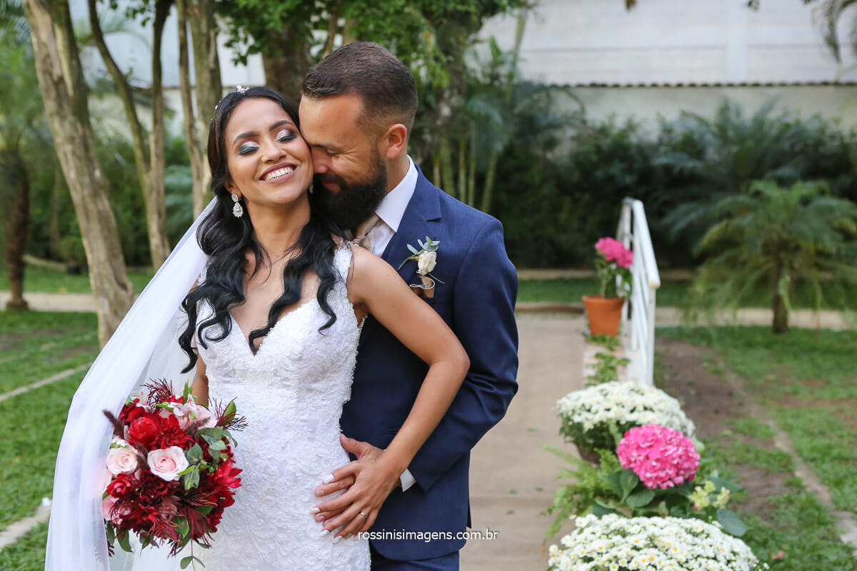 fotografia de casamento de dia ao ar livre salão lotus em itaqua fotos por @RossinisImagens